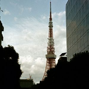 Moon_and_Tokyo_Tower